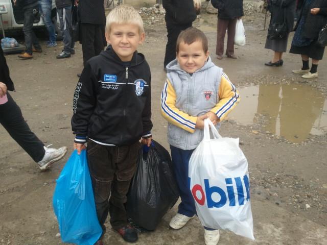 O mana de ajutor pentru copiii din Buza, judetul Cluj